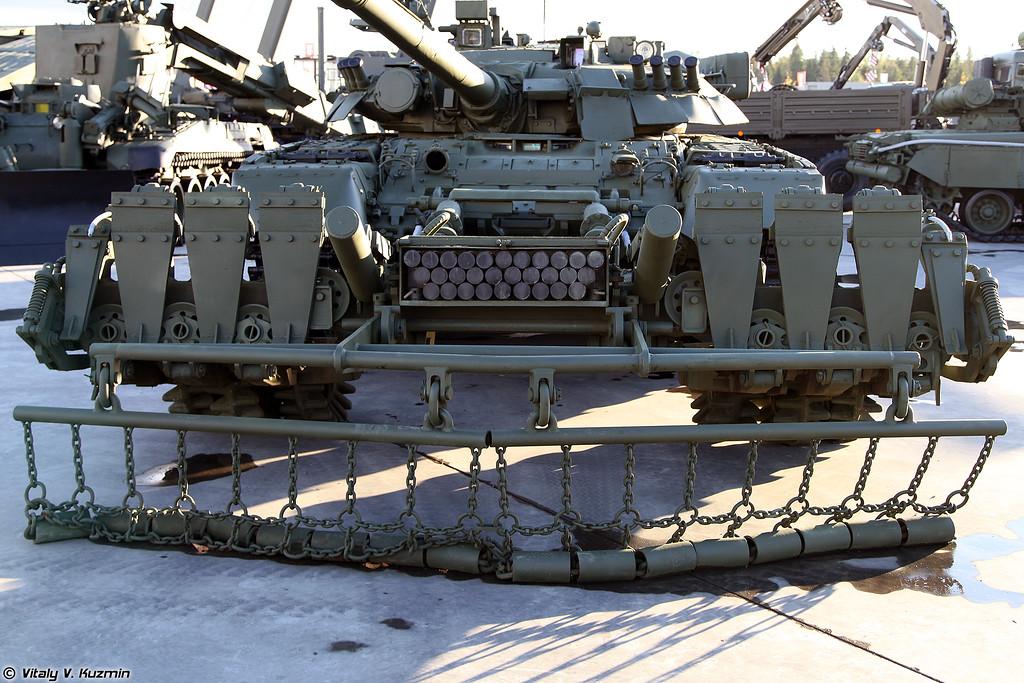Т-80У и минный трал ТМТ-К (T-80U and TMT-K mine plow)