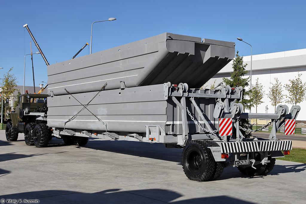 Автопоезд специальный АПС-1 с секциями понтонов наплавного железнодорожного моста НЖМ-56 (APS-1 carrier with NZhM-56 railroad pontoon bridge sections)