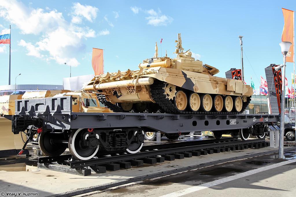 Т-72Б3 и вагон-платформа для перевозки тяжелой гусеничной техники 13-192-01 (T-72B3 and 12-192-01 flatcar for tracked vehicles)