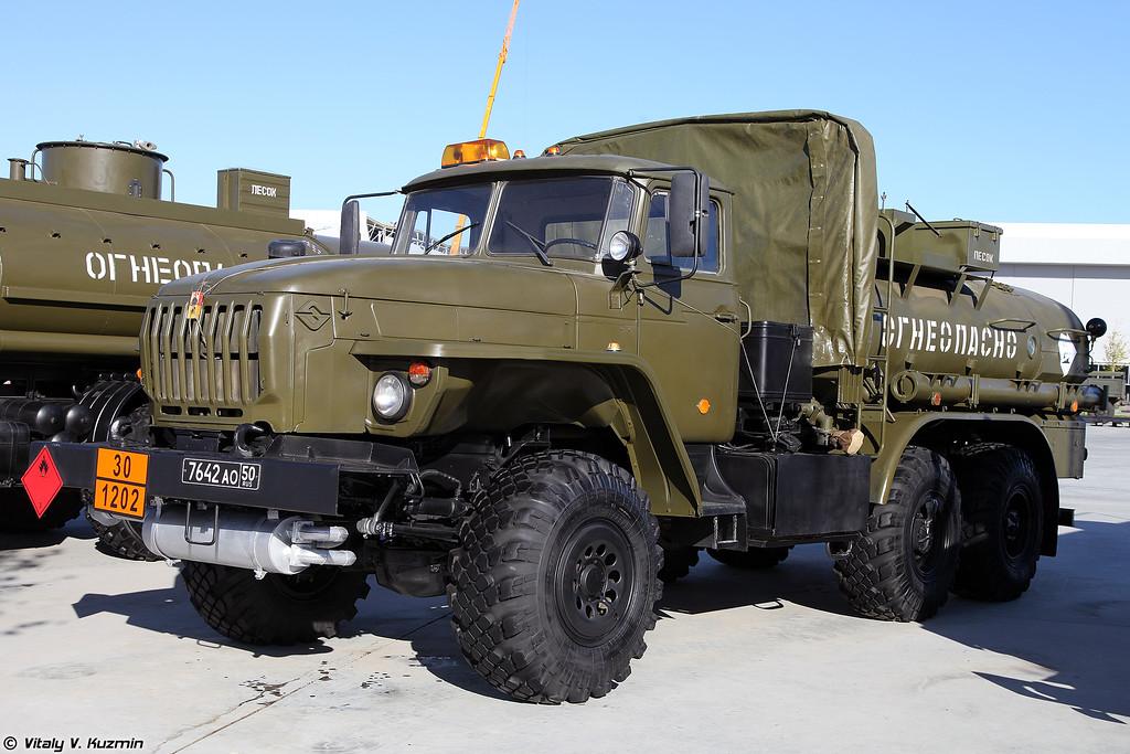 Автотопливозаправщик АТЗ-7-5557 (ATZ-7-5557 fuel truck)