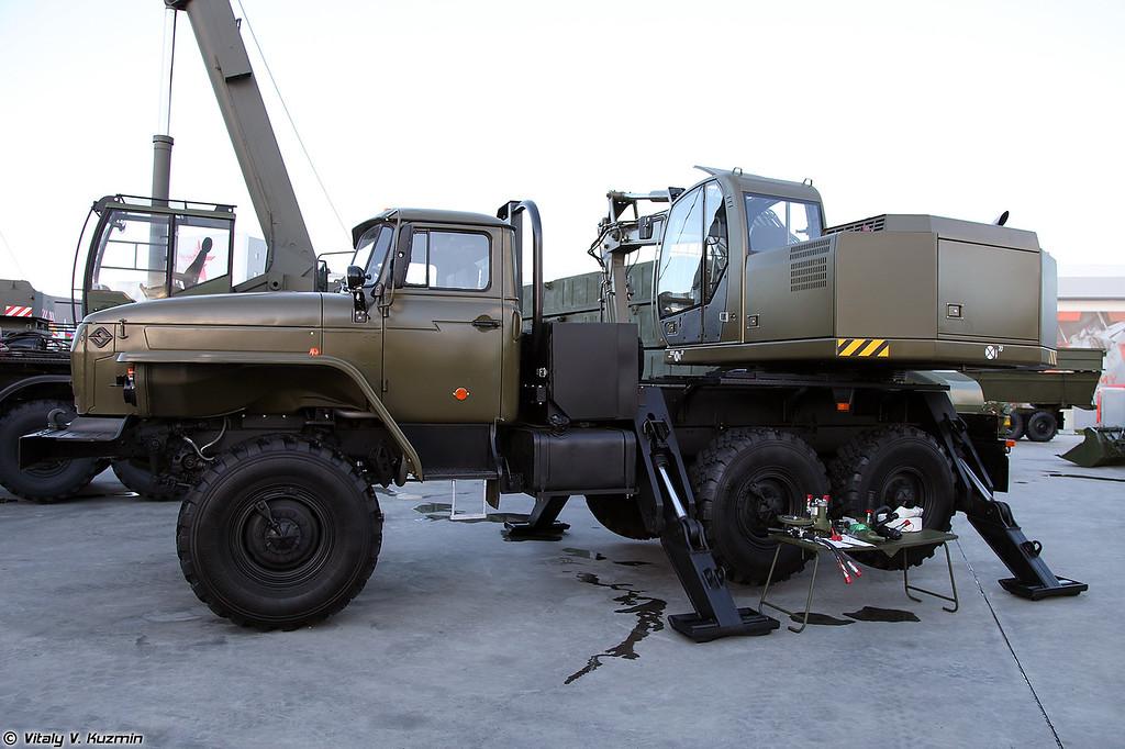 Одноковшовый экскаватор ЭОВ-3521М-1 (EOV-3521M-1 excavator)
