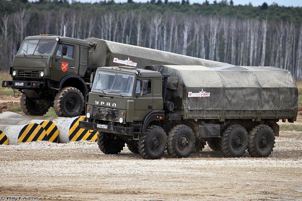 Урал-5323 и КАМАЗ-6350 (Ural-5323 and KAMAZ-6350)
