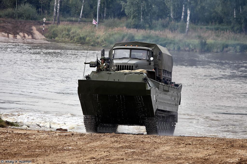 Плавающий транспортер ПТС-2 и Урал-43206 (PTS-2 amphibious carrier and Ural-43206)