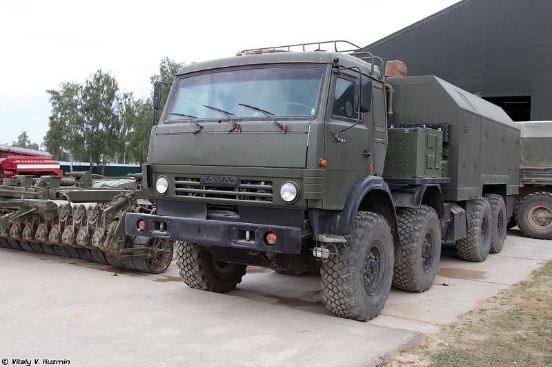 Мобильный пункт управления робототехнического комплекса разминирования Проход-1 (Prokhod-1 mine clearing unmanned system command vehicle on KAMAZ-63501 chassis)