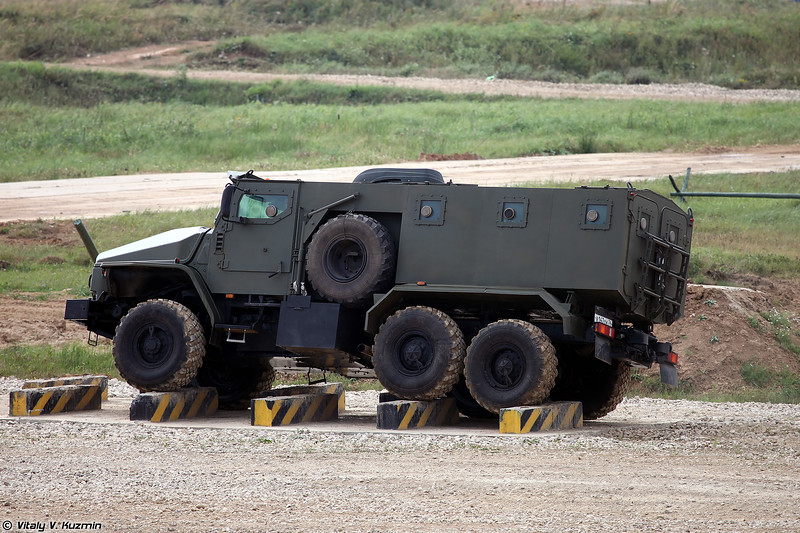 Бронеавтомобиль Урал-432009 Урал-ВВ (Ural-432009 Ural-VV armored vehicle)
