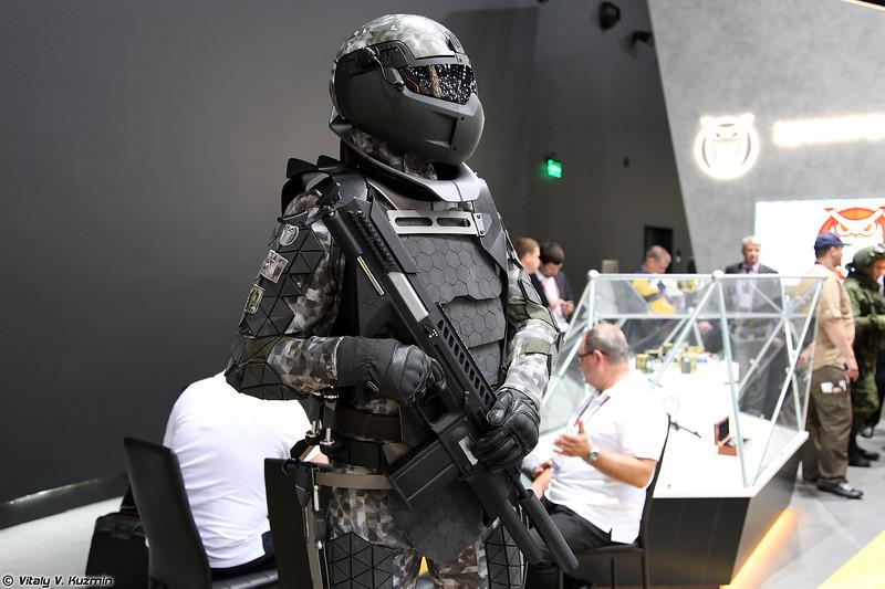 """Концепт боевой экипировки под условным названием """"Защитник будущего"""" (Concept of a distant future infantry combat system)"""