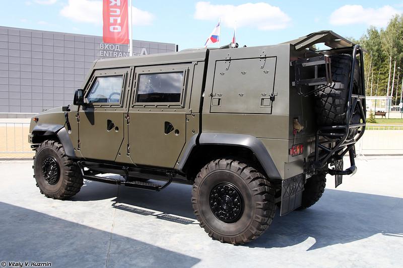 Специальное транспортное средство Рысь / Iveco LMV (Rys' / Iveco LMV tactical armored vehicle)