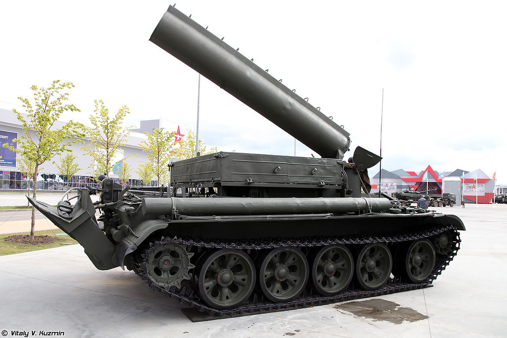 Бронированный тягач БТС-4А (BTS-4A armored tractor unit)