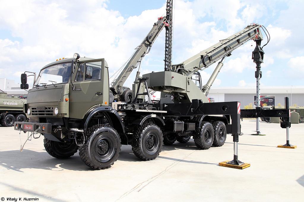 Установка завинчивания свай УЗС-85 (UZS-85 screw piles vehicle)
