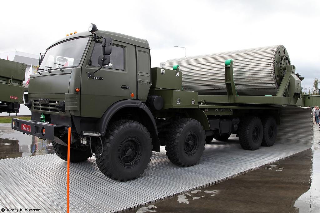 Многоцелевой механизированный комплекс оперативного развертывания временных дорог КВД (KVD temporary roads construction vehicle)