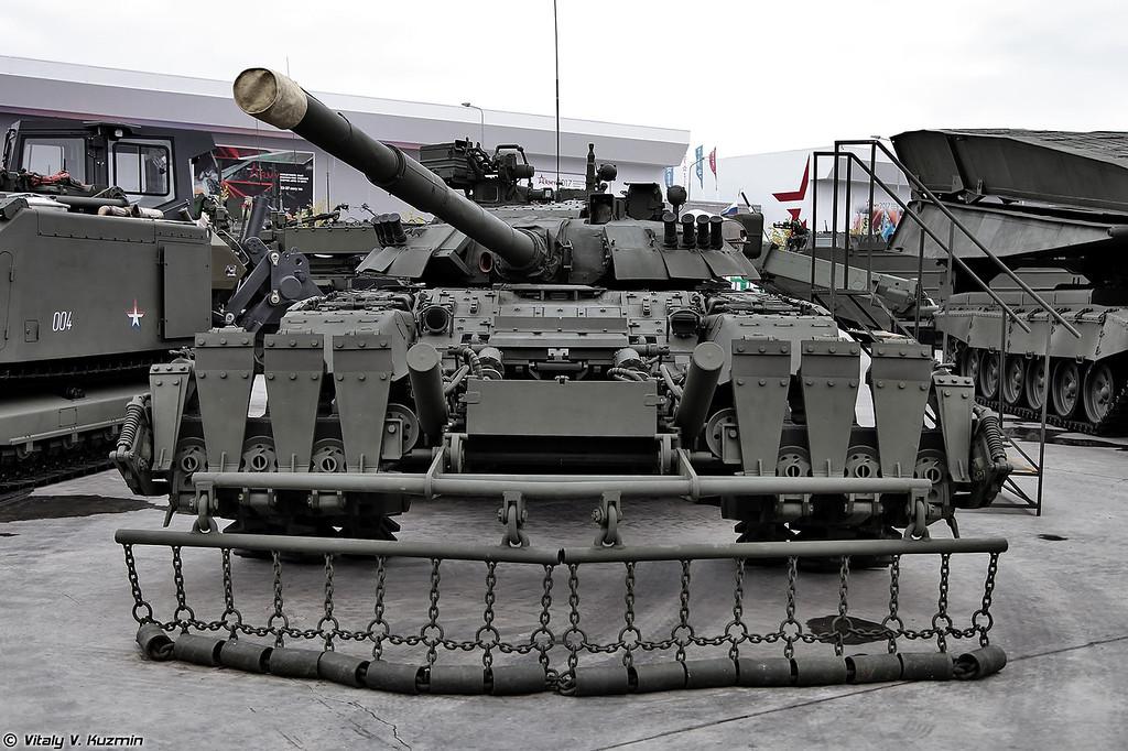 Т-80УЕ-1 и минный трал ТМТ-К (T-80UE-1 and TMT-K mine plow)