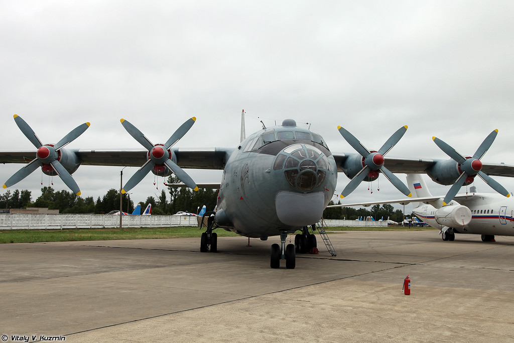 Ан-12 (An-12)