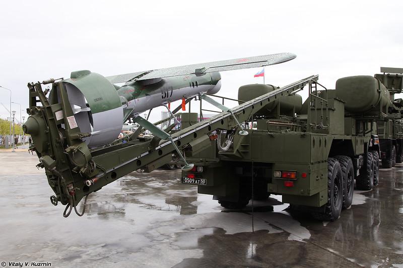 Транспортно-пусковая установка ТПУ-576 из состава комплекса Строй-ПД с БПЛА Пчела-1 (TPU-576 launcher for Stroy-PD system with Pchela-1 UAV)
