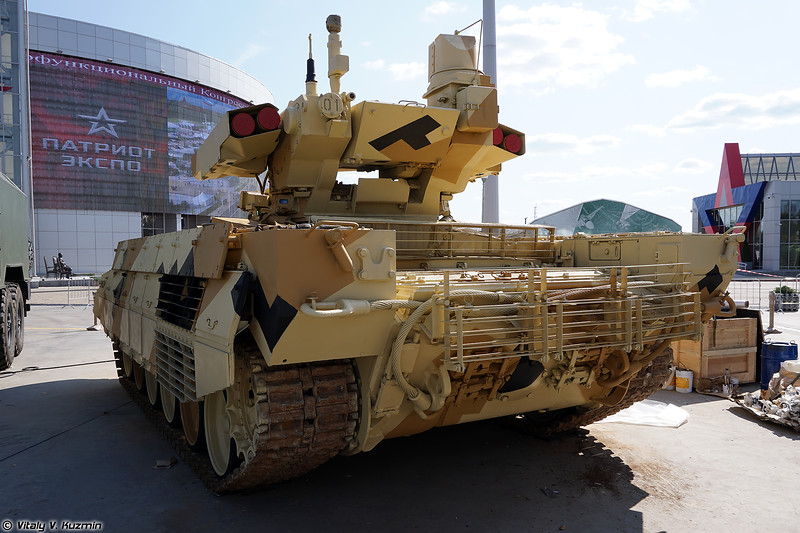 Боевая машина огневой поддержки БМПТ с элементами боевого модуля БМПТ-72 (BMPT armored fighting vehicle with parts of BMPT-72 turret)