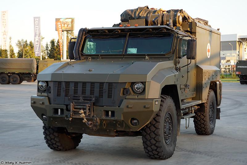 Защищенный санитарный автомобиль АС-Линза на базе КАМАЗ-53949 Тайфун-К 4х4 (Armored medical vehicle AS-Linza on KAMAZ-53949 Typhoon-K base)