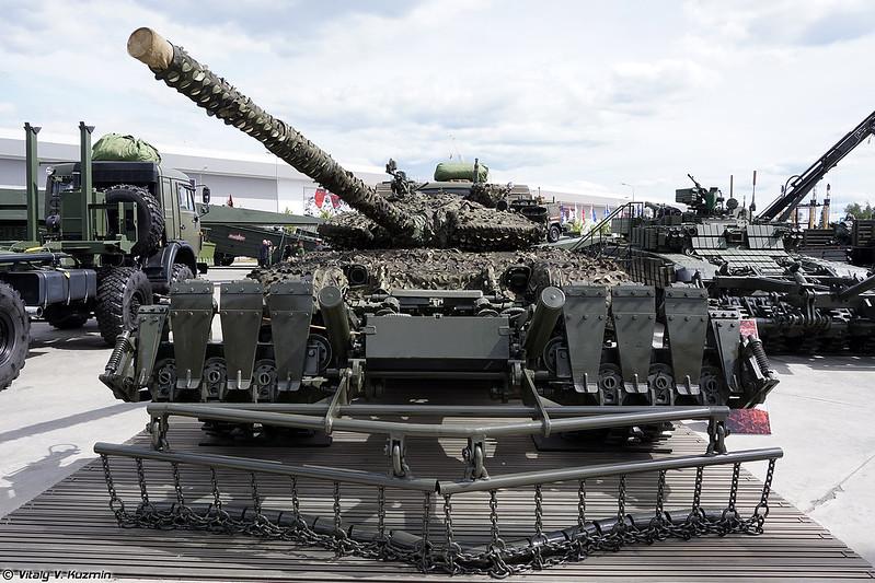 Т-72Б3 с маскировочным комплектом ММК-Б3 и минным тралом ТМТ-К (T-72B3 with MMK-B3 camouflage and TMT-K mine roller)