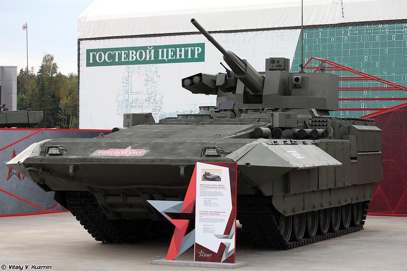 Вторая ТБМП Т-15 Армата с БМ Кинжал в эскпозиции (The second T-15 Armata with Kinzhal turret at exhibition)