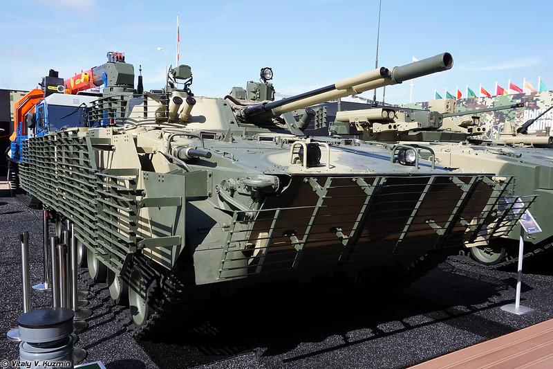 БМП-3 с прицелом Б03С03 Содема, панорамным прицелом командира и комплектом дополнительной защиты (Uparmoured BMP-3 with B03S03 Sodema and panoramic commander sight)