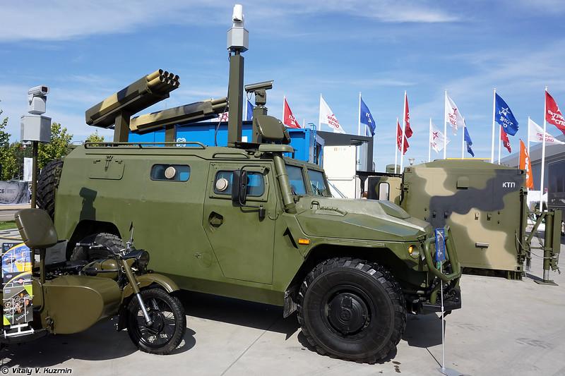 Охранный комплекс РАДЕСКАН на базе бронеавтомобиля ВПК-233136 СБМ с макетами пусковых установок (RADESCAN surveillance and monitoring vehicle on VPK-233136 SBM base)
