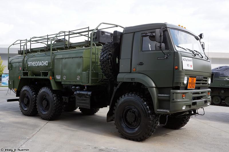 Автотопливомаслозаправщик АТМЗ-7-65224 (ATMZ-7-65224 fuel and oil truck)