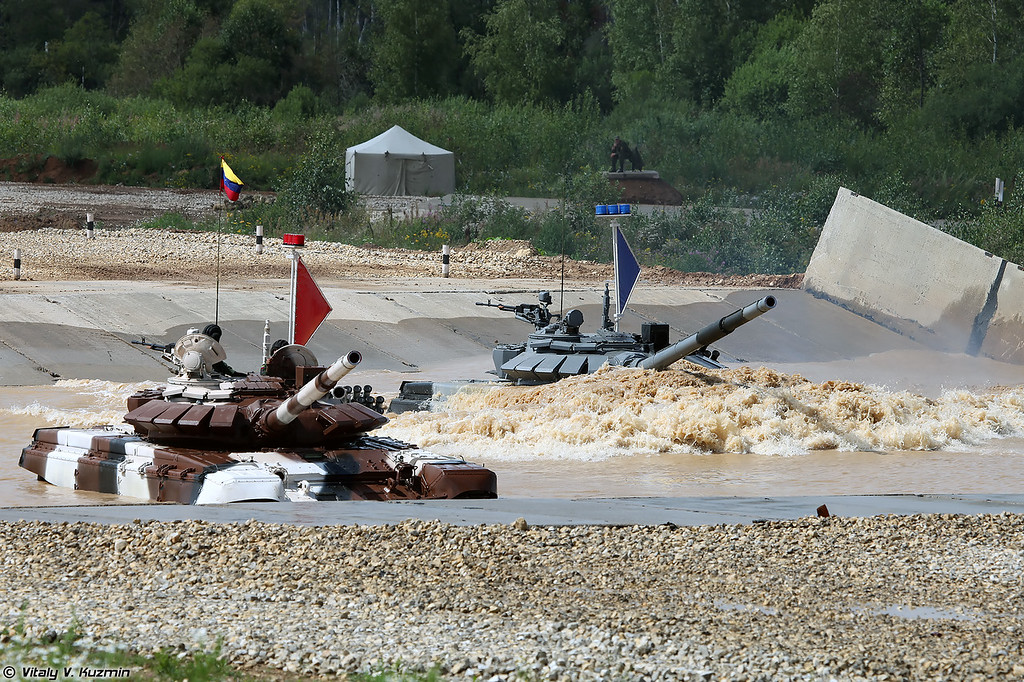 И их Т-72Б3 заглох (As a result their T-72B3 stalled)
