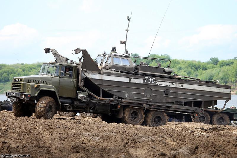 КрАЗ-260 для перевозки катера БМК-460 (KrAZ-260 for BMK-460 boat transportation)