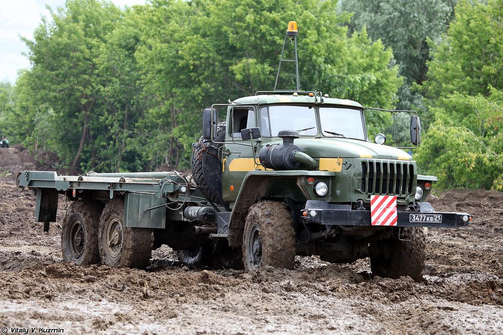 Урал-4320 для звеньев понтонно-мостового парка ПМП (Ural-4320 for pontoons of PMP floating bridge)