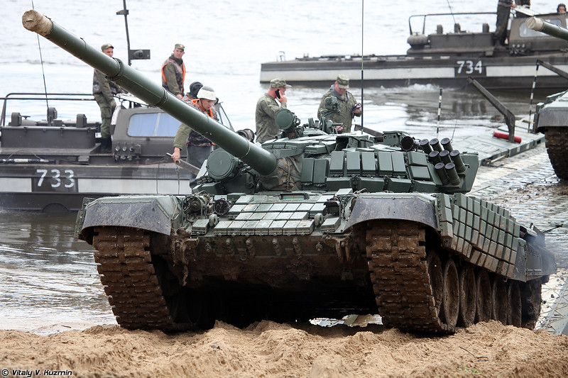 Выход Т-72Б1 на берег (Unloading of T-72B1 from the ferry)