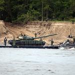 ????????? ?????? ?-72?1 ????? ??? (Pontoon ferry for T-72B1 across the Oka river)