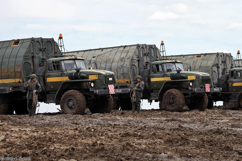 Подготовка к развертыванию понтонно-мостового парка ПМП на шасси Урал-4320 (PMP floating bridge on Ural-4320 chassis)