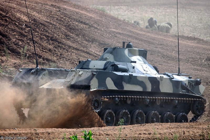 Машины разведки и управления огнем артиллерии 1В119 Реостат (1V119 Reostat artillery command and control vehicle)