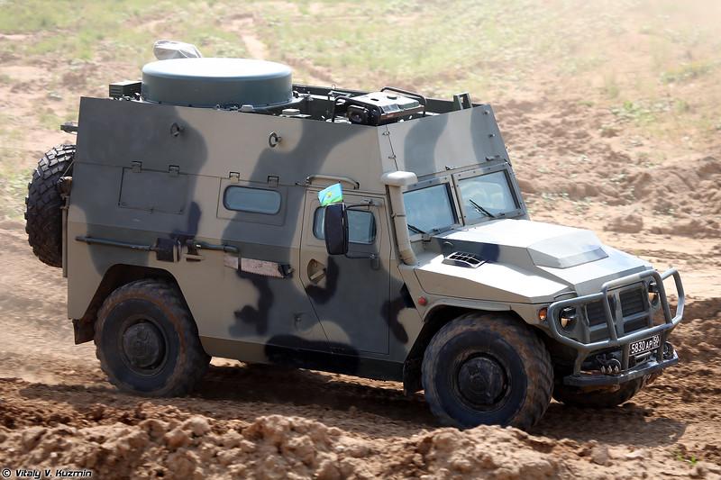 Машина управления П-230Т на базе бронеавтомобиля Тигр-М (P-230T command and signal vehicle)