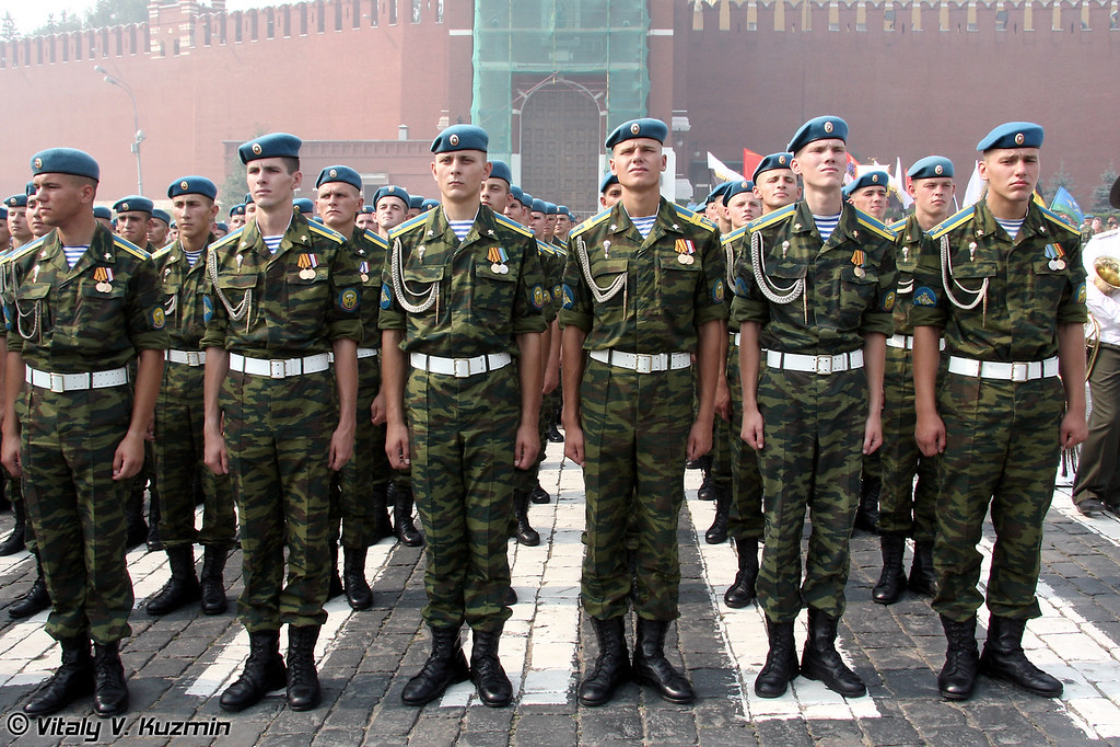 Курсанты РВВДКУ также прошли торжественным маршем по Красной площади (Ryazan high military Airborne academy (RVVDKU) cadets marched celebrating Russian Paratroopers' Day)
