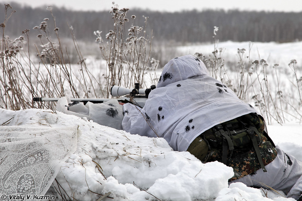 Снайпер ВВ МВД РФ с винтовкой Steyr SSG 08 (Internal troops sniper with Steyr SSG 08 rifle).