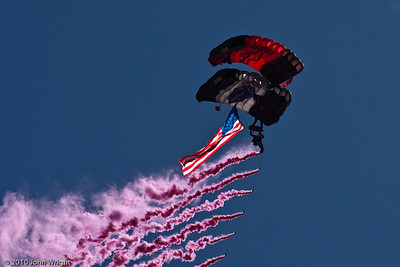 """US Army """"Black Daggers"""" and """"Silver Wings"""" joint parachute jump"""
