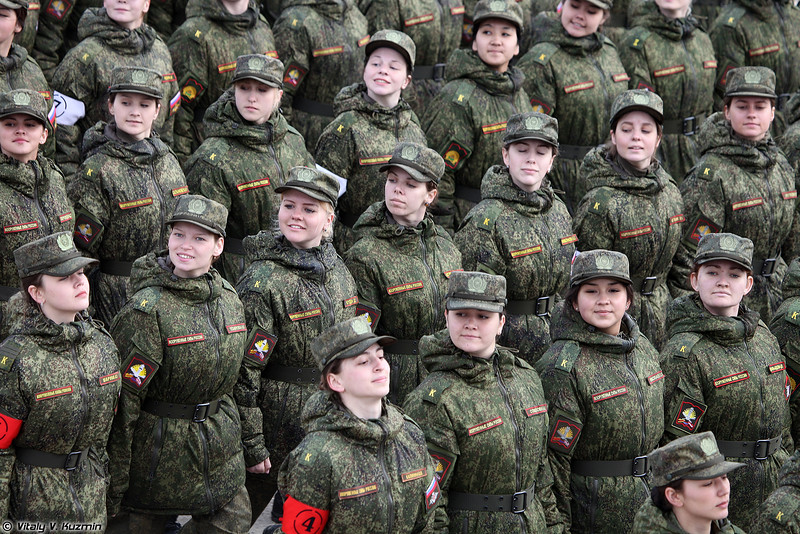 Сводный парадный расчет женщин-военнослужащих Военного университета МО и Вольского военного института материального обеспечения (Female cadets)