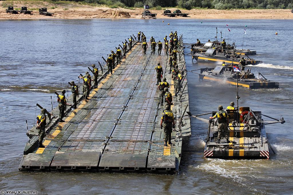 Паром команды Сербии (Serbian team pontoon ferry)