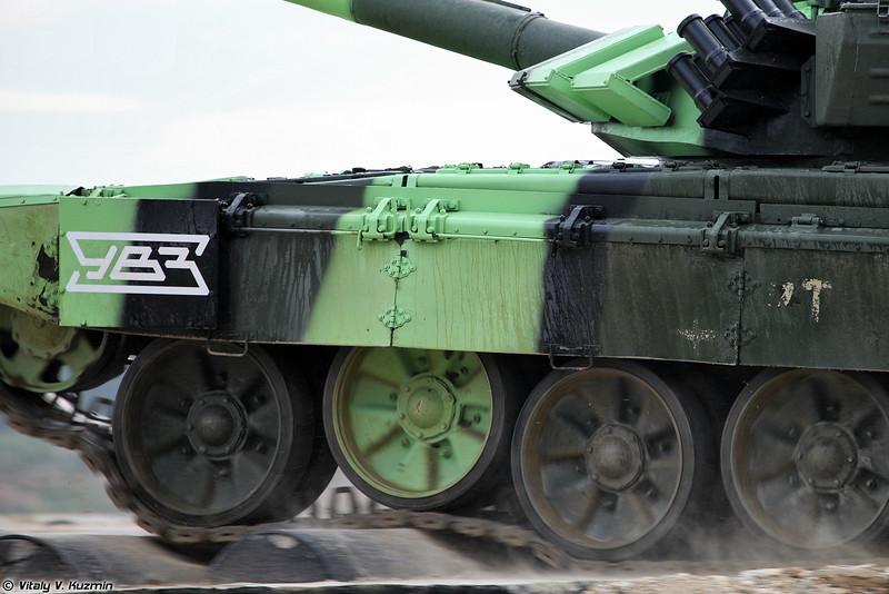 Танк Т-72Б3М - работа подвески (T-72B3M tank  - the suspension)
