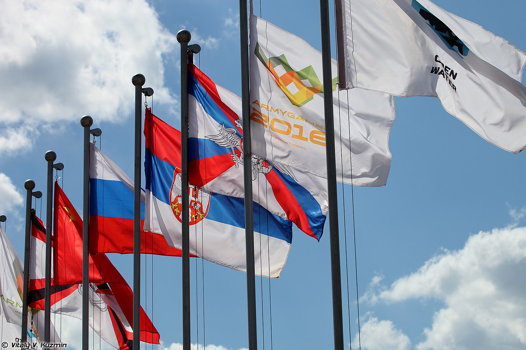Флаги участников (Flags of participants: Russia, China and Serbia)