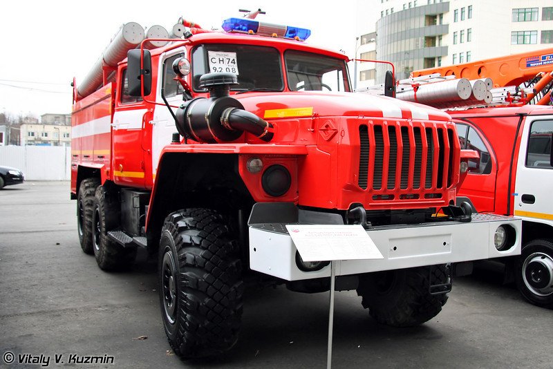 Автоцистерна пожарная АЦ 5,5-40 на шасси Урал-5557-40 (Firefighting vehicle ATs 5,5-40 on Ural-5557-40 chassis)
