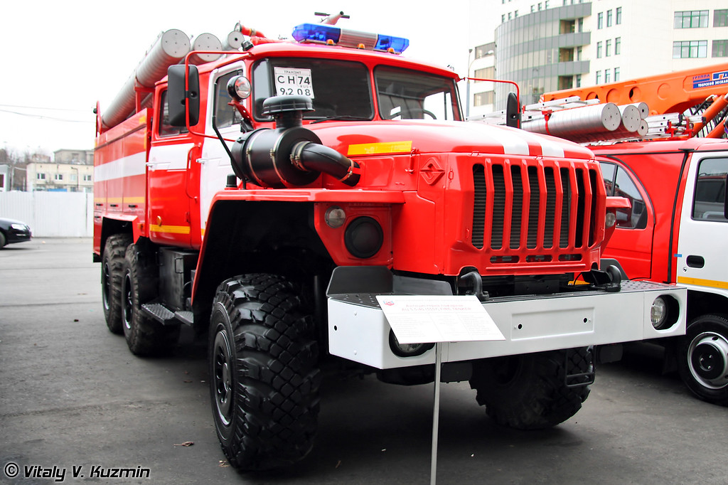 Автоцистерна пожарная АЦ 5,5-40 на шасси Урал-5557-40 (Firefighting vehicle ATs 5,5-40 on Ural-5557-40 chassis)