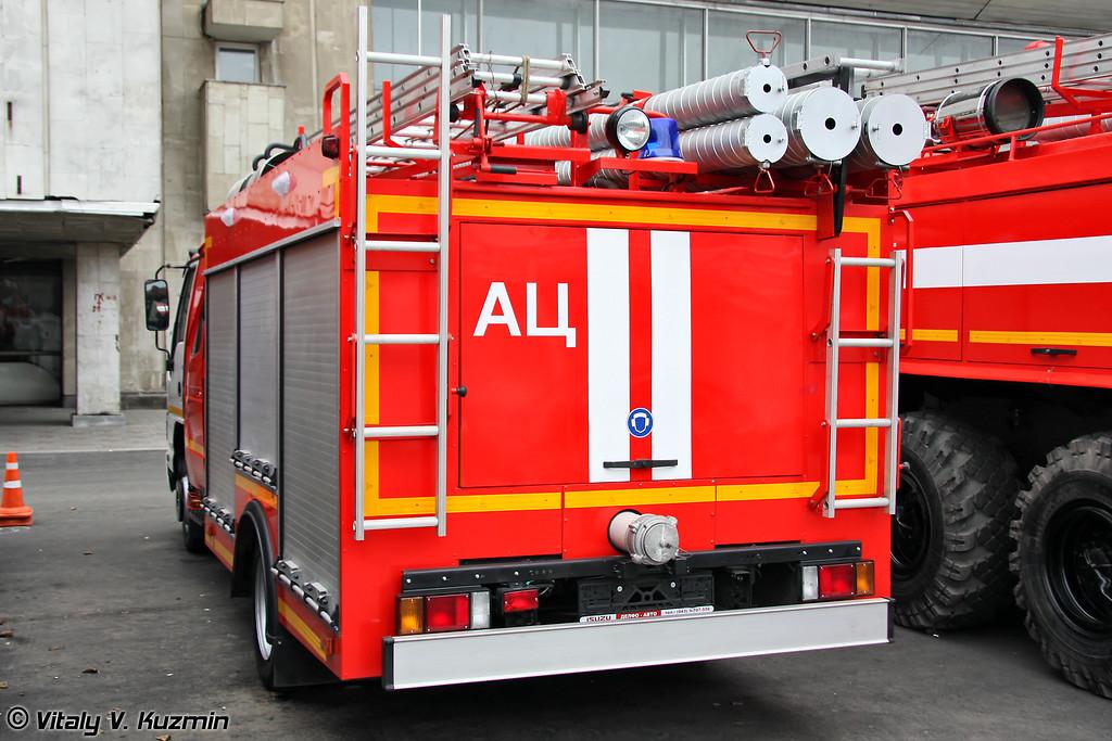 Автоцистерна пожарная АЦ 2,0-40/2 на шасси ISUZU NQR75P (Firefighting vehicle ATs 2,0-40/2 on ISUZU NQR75P chassis)