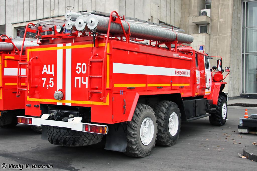 Автоцистерна пожарная АЦ 7,5-40 на шасси Урал-4320 (Firefighting vehicle ATs 7,5-40 on Ural-4320 chassis)
