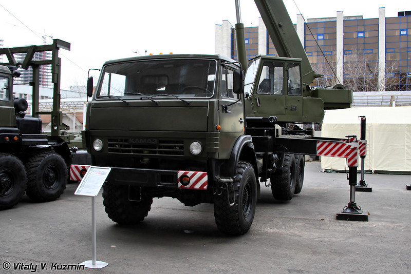 Автомобильный кран КС-45731М2 на шасси КАМАЗ-53501 грузоподъемностью 16т. (16t. crane KS-45731M2 on KAMAZ-53501 chassis)