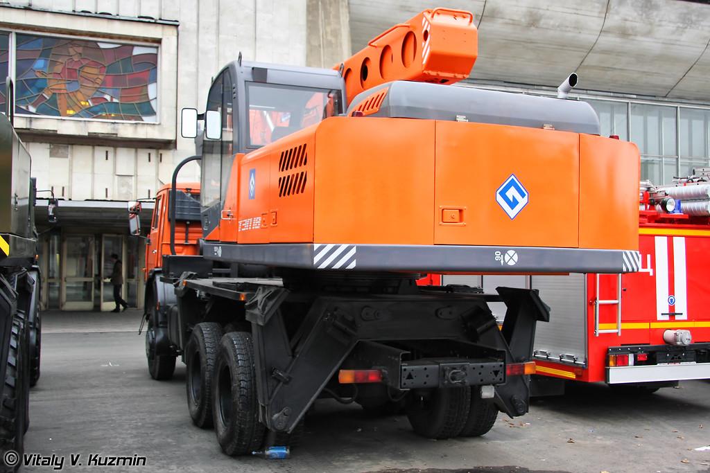 Экскаватор планировщик ТЭП-18 на шасси КАМАЗ-65111 (TEP-18 excavator on KAMAZ-65111 chassis)