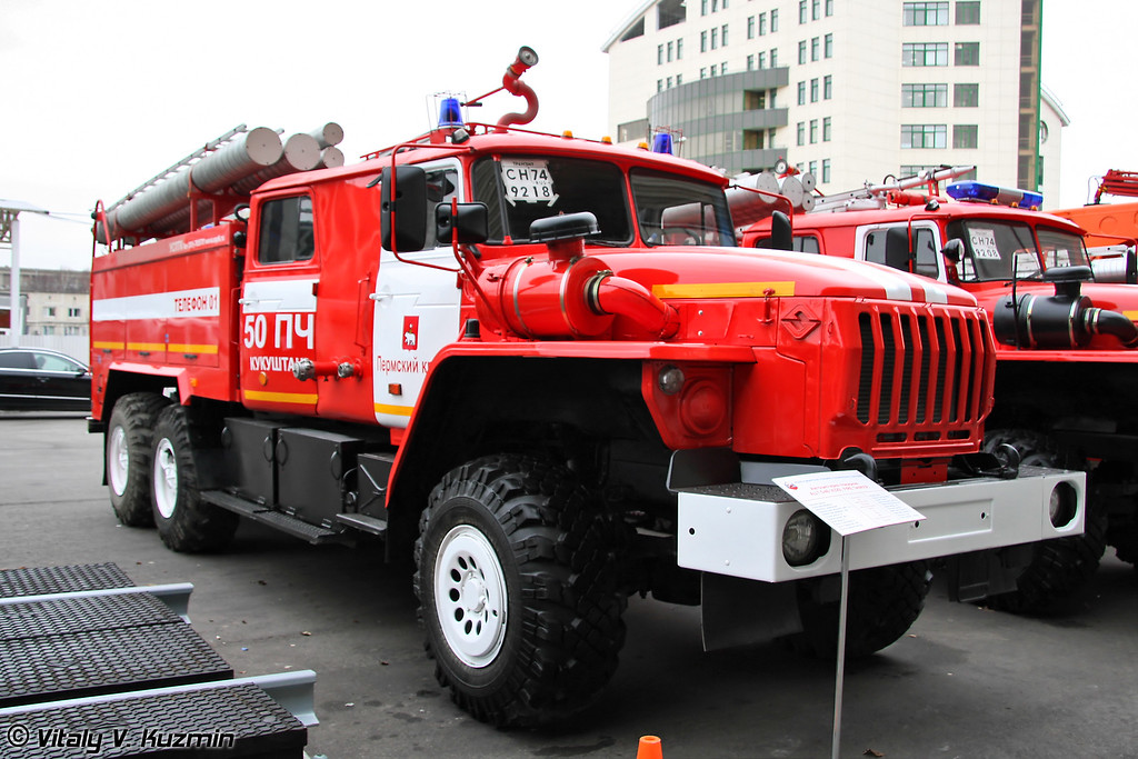 Автоцистерна пожарная АЦ 7,5-40 на шасси Урал-4320 (Firefighting vehicle ATs 7,5-40 on Ural-4320 chassis)