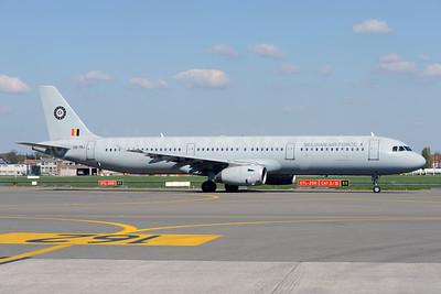 Belgian Air Force (Hifly) Airbus A321-231 CS-TRJ (msn 1004) BRU (Ton Jochems). Image: 927288.