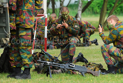 Belgian paratroopers preparing for action.