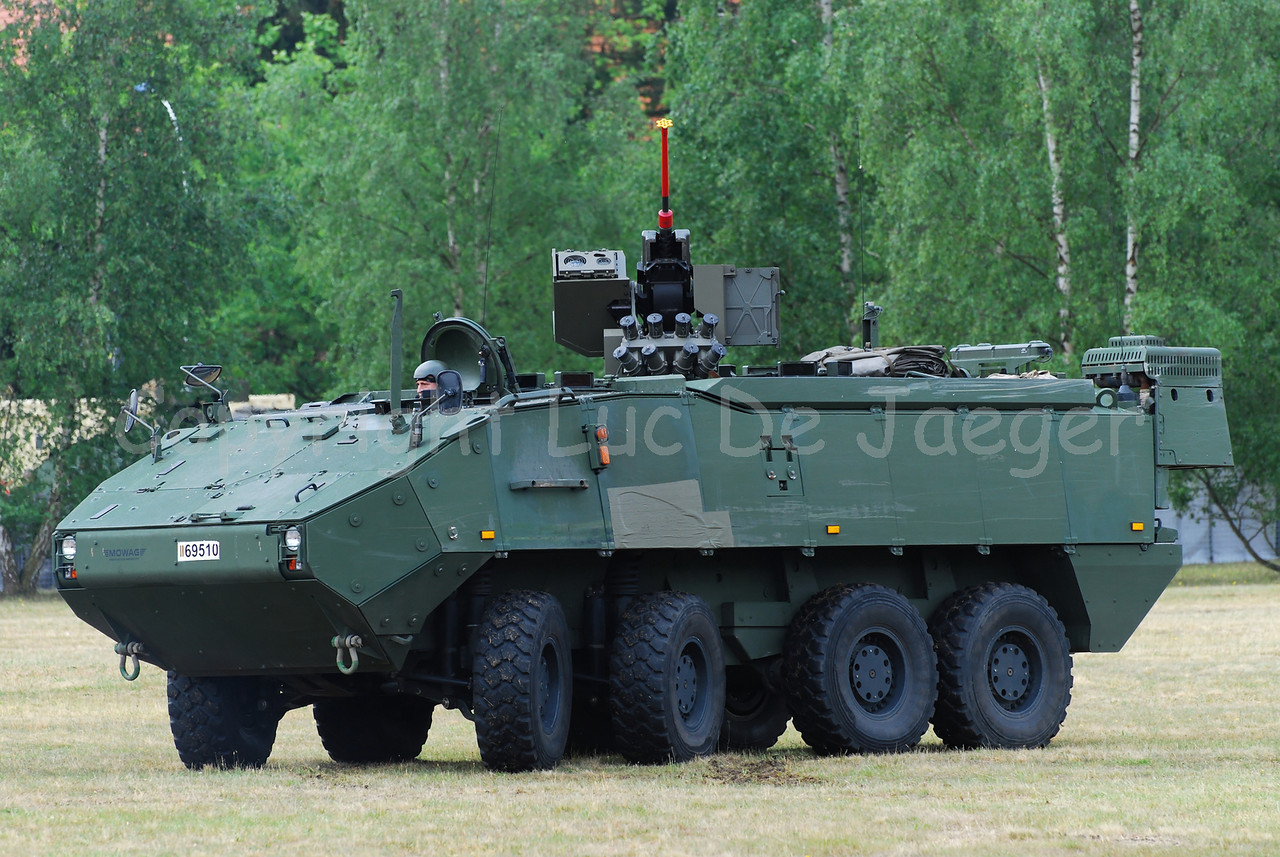 The brand new AIV (Armoured Infantry Vehicle) Piranha IIIC manufactured by MOWAG with the FN Arrows RWS. On top is the Remotely operated self defence station (ROSS) 12,7 mm.