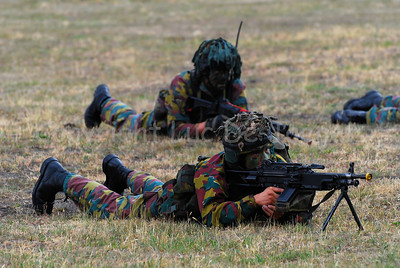 A Belgian paratrooper aiming his FN Minimi rifle.